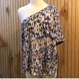 Colorful one-armed Blouse